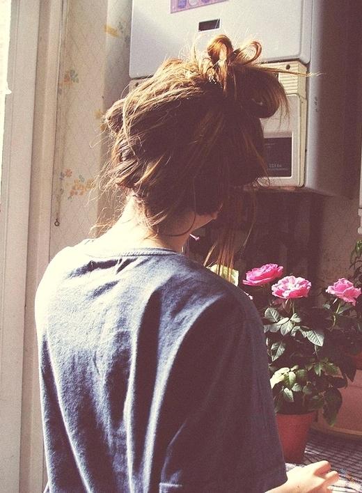 Фото девушки на аву со спины с короткой стрижкой